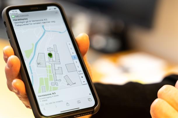 Skal du til poliklinikken kan du nå sjekke inn på mobil og automat. Du vil motta SMS med info om din ventesone og kart.