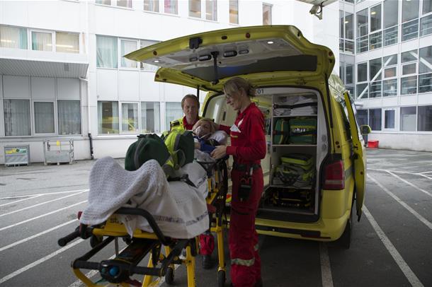 Illustrasjonsfoto av pasient som ankommer akuttmottaket